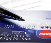 Dívida no cartão de crédito e investimento na poupança: o que fazer?