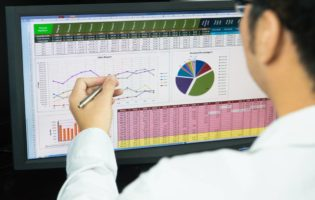 Como aprender a juntar dinheiro para investir em ações