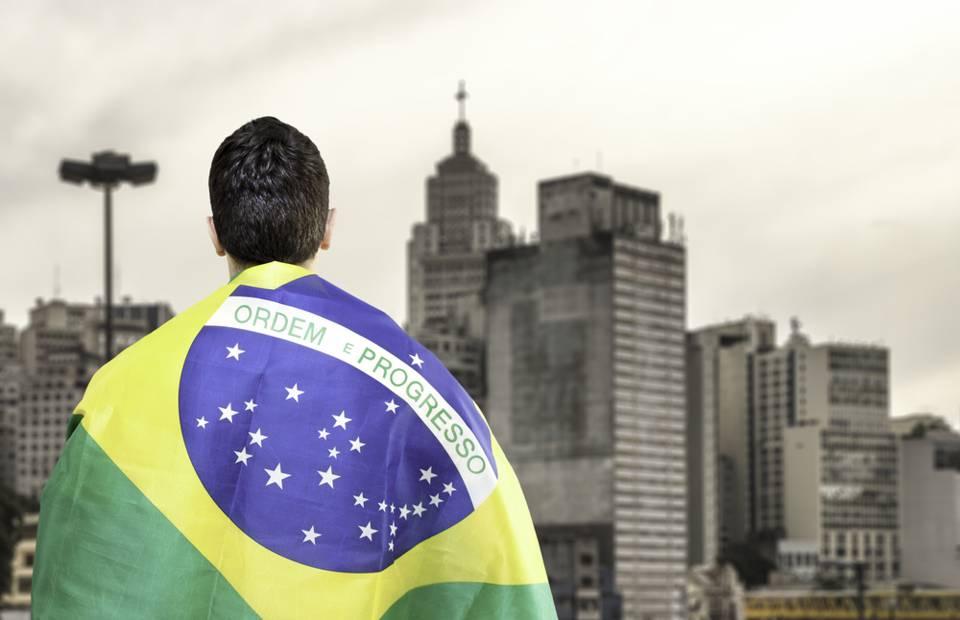 Economia Brasileira: Deus e o Diabo na Terra do Sol