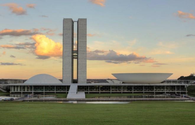 Seu Bolso em 2015: Governo Dilma Ajusta os Impostos
