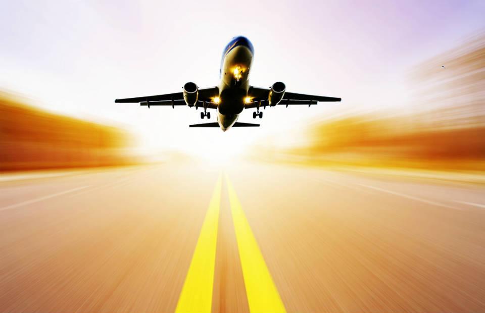 Promoção de passagem aérea: com o dólar alto, compensa arriscar?