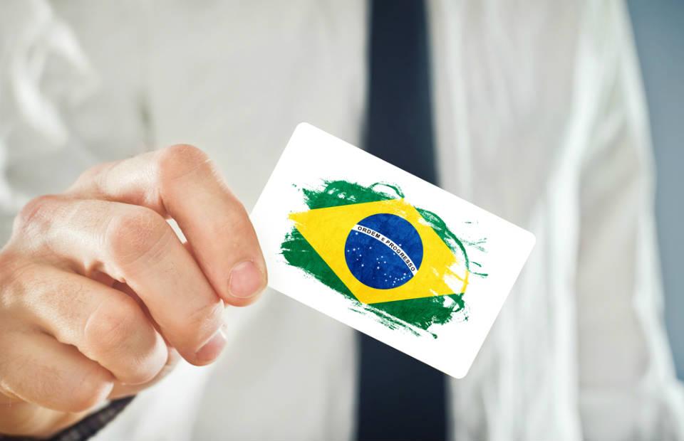 Juros no Brasil e Estados Unidos: aproveite a renda fixa e evite a volatilidade!