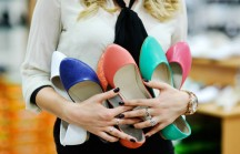 Consumismo: Faz sentido comprar tanta coisa e ficar sem grana para prioridades?