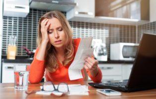 Dívidas, crédito consignado e os caminhos para se livrar do problema
