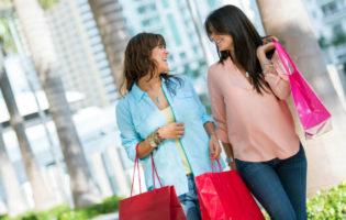 Compras no exterior: ainda vale a pena mesmo com o dólar nas alturas?