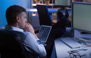 Abandonar o emprego ou montar um negócio paralelo?