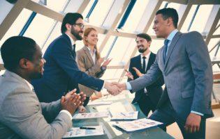 Negociação: Quando brigar, se comprometer e mergulhar de cabeça