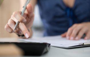 Empregado doméstico: Saiba como deduzir essa despesa do seu IR