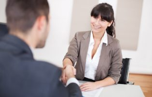 Lei da terceirização: vantagens, desvantagens e aspectos importantes