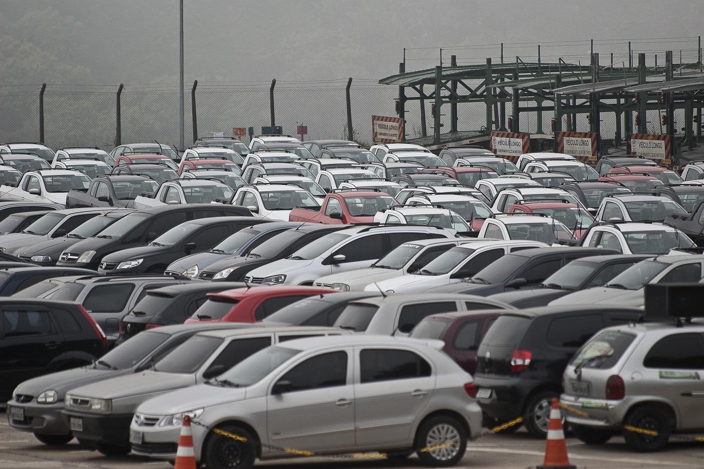 DinheiramaNews: Governo quer aumentar imposto de carro popular