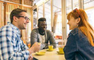 Emprestar dinheiro para amigos: uma cilada que pode custar caro