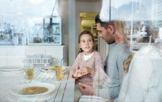 Crianças e dinheiro: A mesada é importante, mas fundamental é o seu exemplo