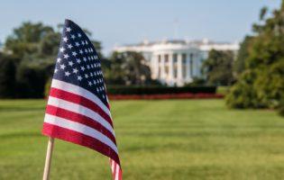 Brasileiros com dupla cidadania podem solicitar permanência nos EUA através do E2