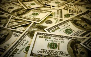 Dólar sem controle alcança R$ 3,60 pela primeira vez desde 2016