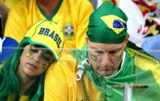 Más notícias: a economia patina no Brasil, o país do futebol.