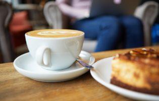 Café com bolo e outras coisas cheias de valor no caminho da prosperidade
