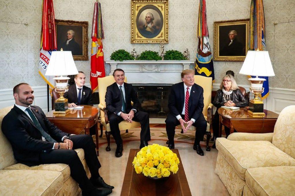 """Bolsonaro afirma que """"Se Deus Quiser"""" Filho Será Embaixador na Maior Potência do Mundo"""