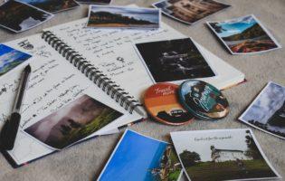 Acorde para a educação financeira - viagem e cartões postais
